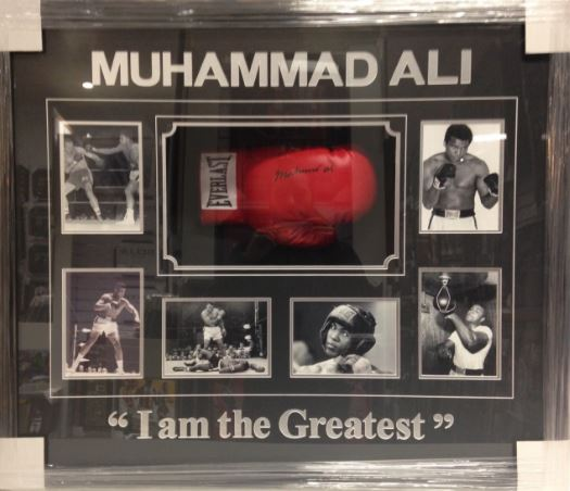 Boxing – Muhammad Ali – Signed Boxing Glove and Action Pho...