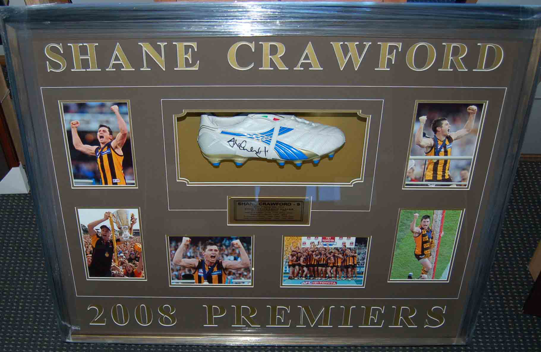 Hawthorn Hawks – Shane Crawford 2008 Signed and Framed Boot Coll...