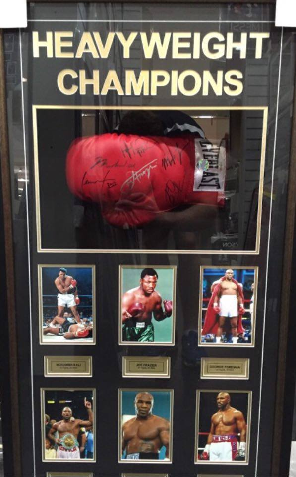 Boxing – World Heavyweights Signed & Framed Boxing Glove