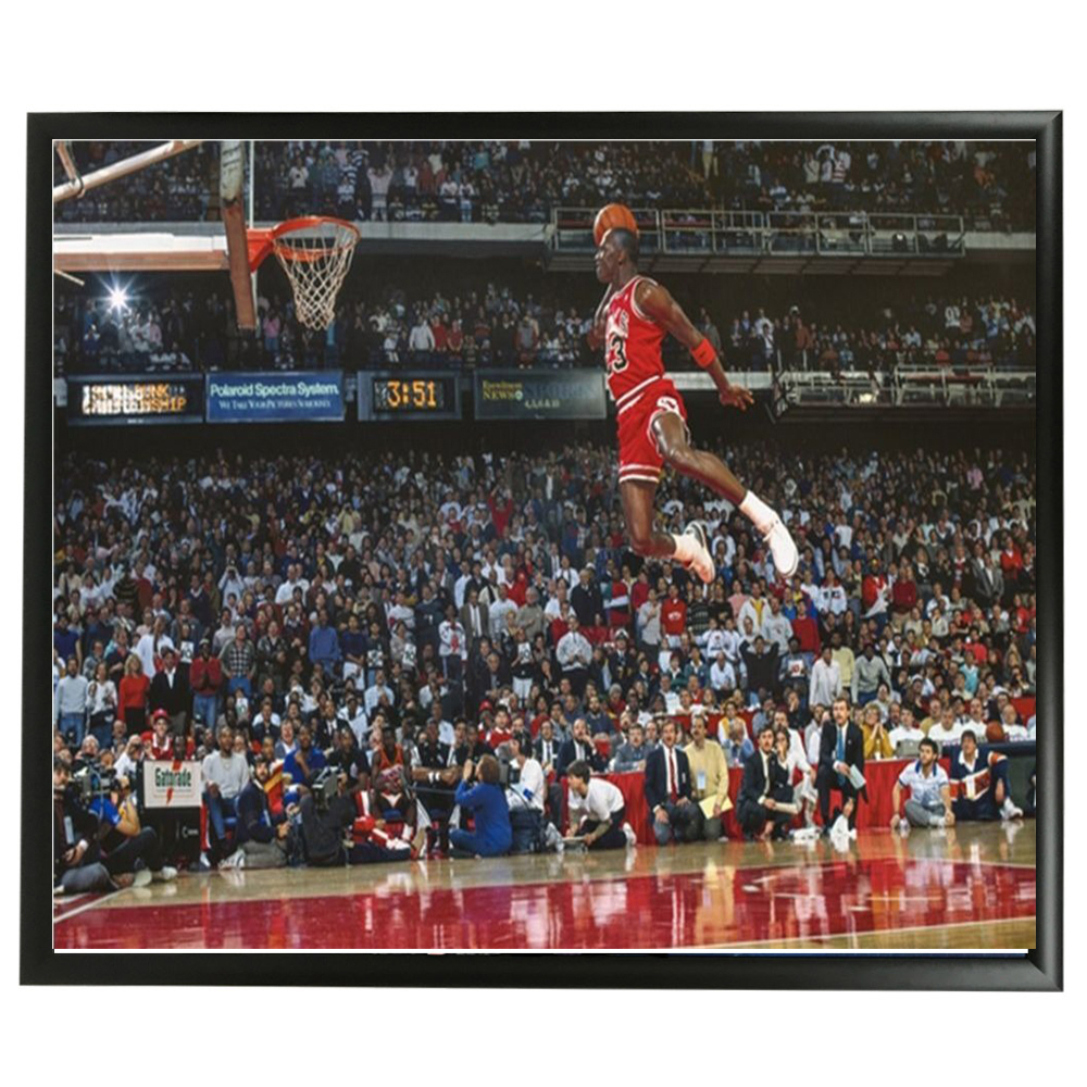 Basketball – Chicago Bulls –  Michael Jordan 1988 Dunk Con...